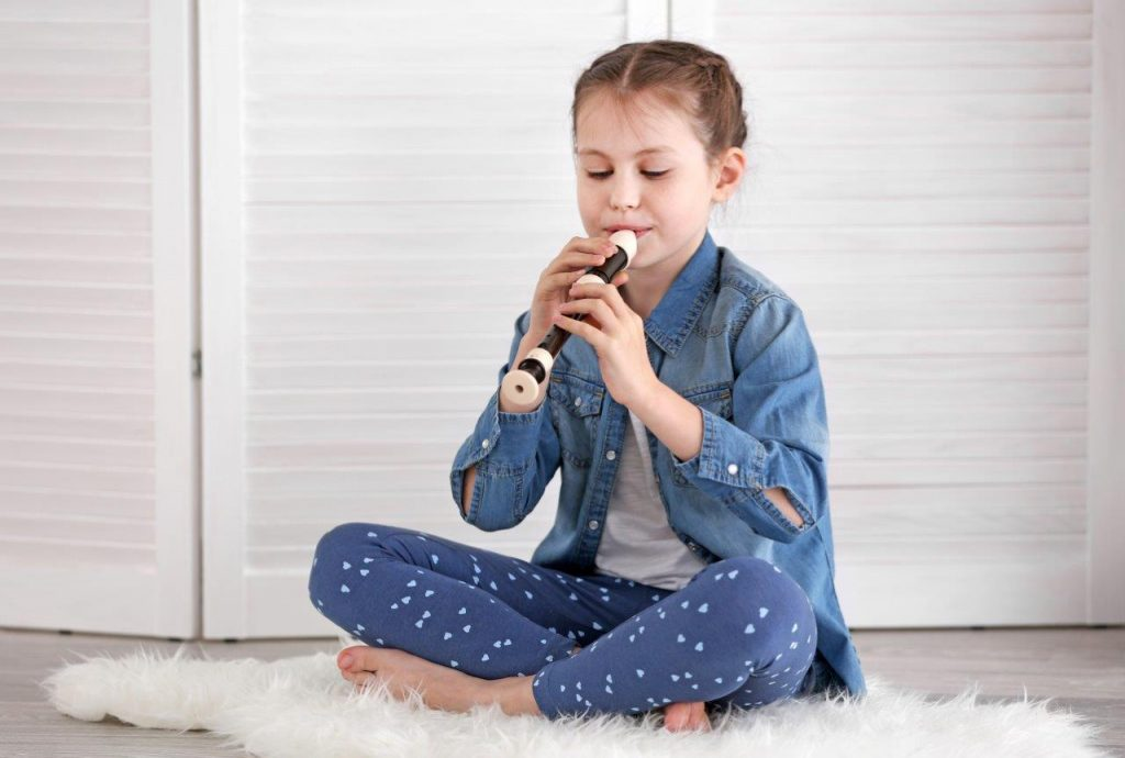 little-girl-playing-flute